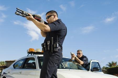 Politieman Richten Shotgun