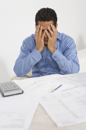 hombre preocupado: Hombre preocupado