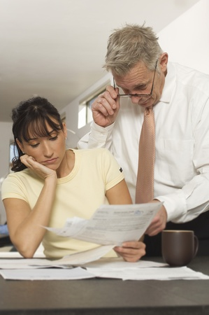 30 to 35 year olds: Man Helping Woman with Bills LANG_EVOIMAGES
