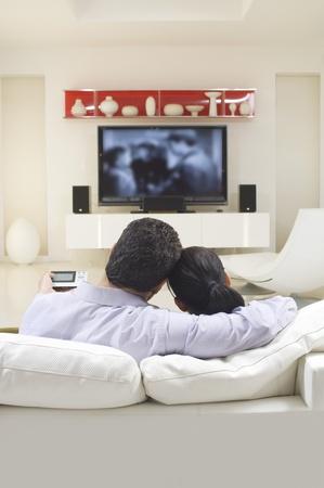 pareja viendo tv: Pareja Ver la TV
