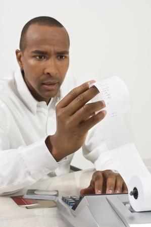 Hombre haciendo Finanzas
