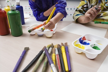 6 7 year old: Elementary Students Painting LANG_EVOIMAGES