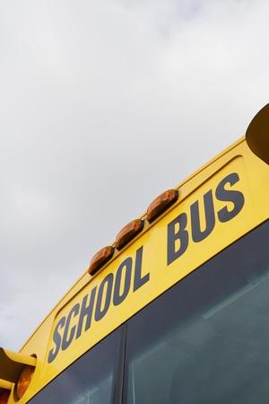autobus escolar: Autob�s Escolar escrito arriba del parabrisas