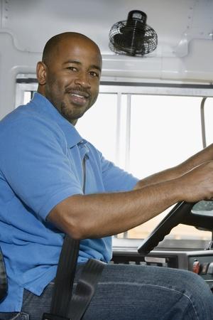 スクールバスで学校バスの運転手