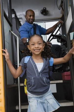 小さな女の子はスクールバスからの取得 写真素材