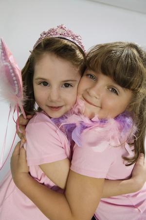 amigos abrazandose: Princesitas