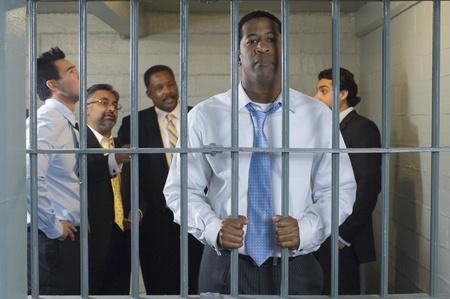 cella carcere: Gruppo di uomini in cella
