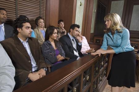 jurado: Abogada de hacer frente a un jurado LANG_EVOIMAGES
