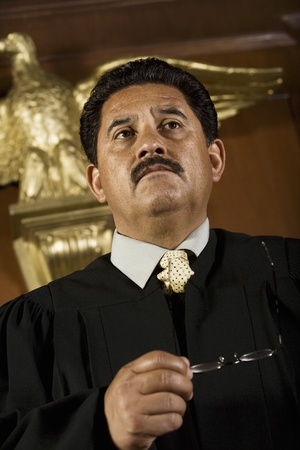 middle easterners: Judge in court LANG_EVOIMAGES