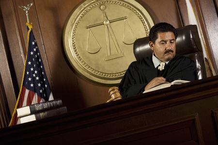 court order: El juez de lectura en la corte