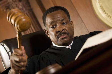 Mittleren Alters Richter Holding Hammer
