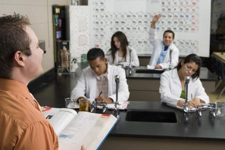 学生の理科の授業で手を上げて 写真素材
