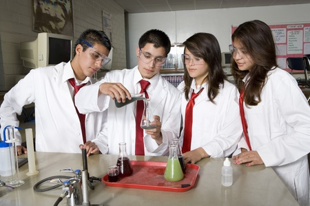 secondary school students: High School Students Conducting Science Experiment LANG_EVOIMAGES