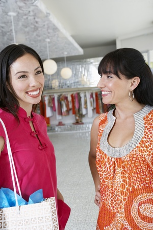 age 25 30 years: Young Women Shopping