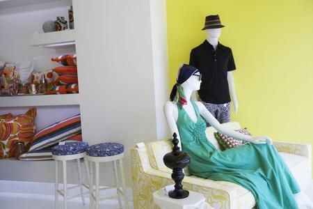 kledingwinkel: Mannequins in een kledingzaak