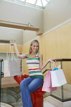 30 to 35 year olds: Woman Holding Shopping Bags LANG_EVOIMAGES