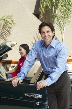 seres vivos: Pareja con un convertible