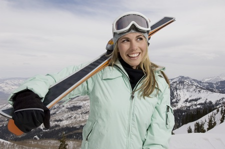 25 to 30 year olds: Skier Carrying Skis on Mountain LANG_EVOIMAGES