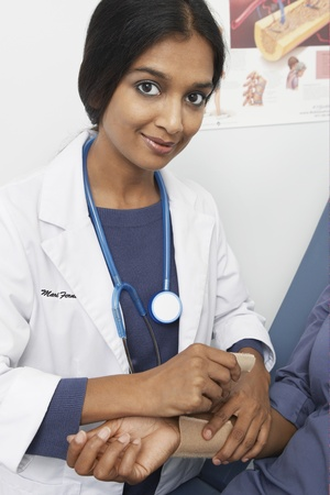 Doctor examining patient in hospital Stock Photo - 12737246