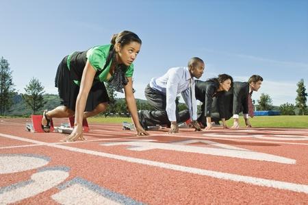 atletismo: La gente de negocios de parrilla de salida