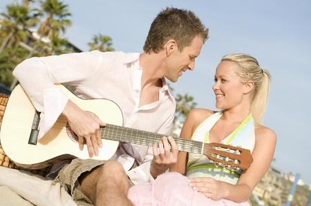 halter neck: Paar met gitaar
