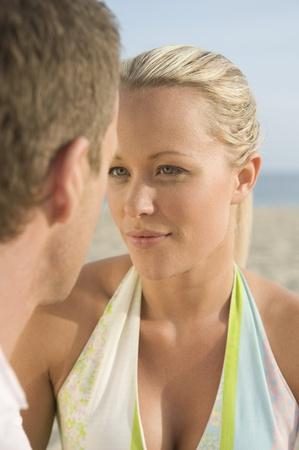 halter neck: Koppel van aangezicht tot aangezicht close up LANG_EVOIMAGES