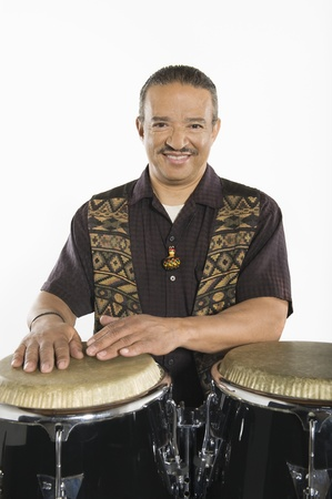 bongo drum: Hispanic bongo drum player LANG_EVOIMAGES