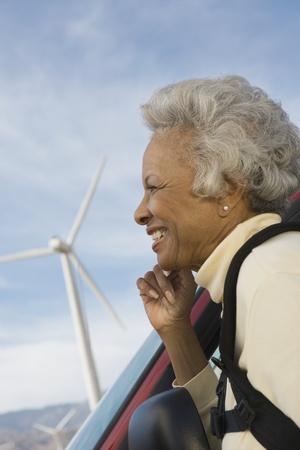 wind farm: Mujer madura por el parque e�lico
