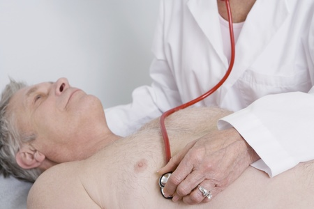 listening back: Senior medical practitioner examines man with stethoscope LANG_EVOIMAGES