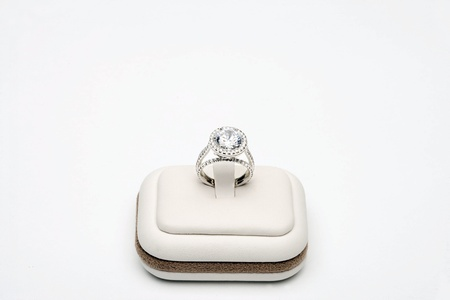 Platinum ring with 5 carat centre diamond surrounded by full cut 0,80 carat diamonds Stock Photo - 12738398