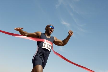 coureur: Runner rupture Finish line tape LANG_EVOIMAGES