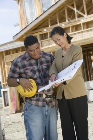 測量と設計図を勉強して建設労働者