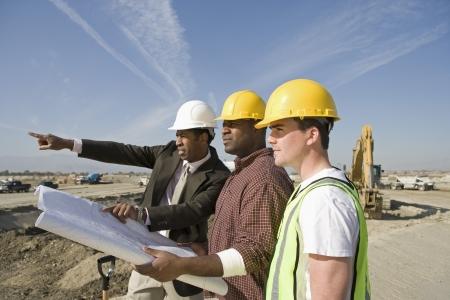 測量・建設現場で働く労働者