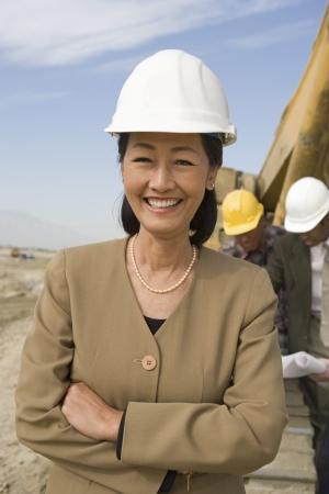 女性の測量、敷地では、建設労働者の肖像画