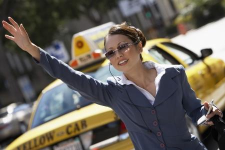 hands free: Empresaria Cab Provenientes utilizando tel�fono celular con manos libres