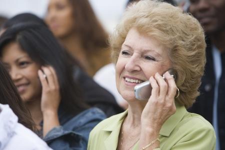 mixed age range: Women using mobile phones LANG_EVOIMAGES