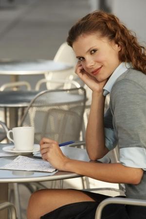 ginger haired: Businesswoman at Sidewalk Cafe LANG_EVOIMAGES