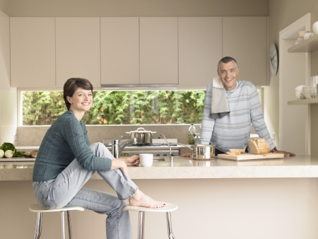 everyday people: Smiling couple in kitchen (portrait)