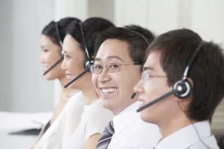 aligning: Customer Service Representatives LANG_EVOIMAGES