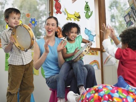 niños de diferentes razas: Class Music LANG_EVOIMAGES