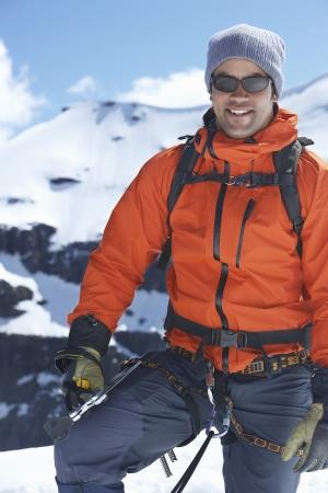 mountain climber: Alpinista sulla cima del picco