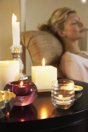 seres vivos: Mujer relajante con velas