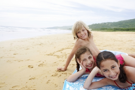 preteen boy: Children Vacationing on the Beach LANG_EVOIMAGES