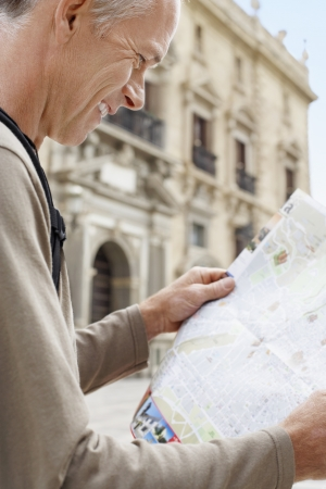 holidaymaker: Tourist Reading Map