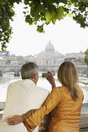 vacationing: Sightseeing Couple