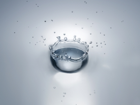 Splash in water creating crown shape Stock Photo - 19213518