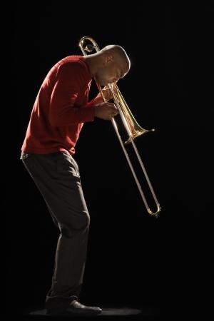 blaasinstrument: Man Spelen Trombone LANG_EVOIMAGES
