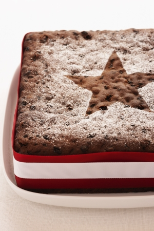 weihnachtskuchen: Christmas Cake close-up LANG_EVOIMAGES