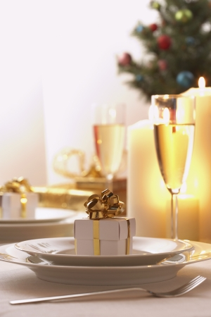 customs and celebrations: Place setting at Christmas