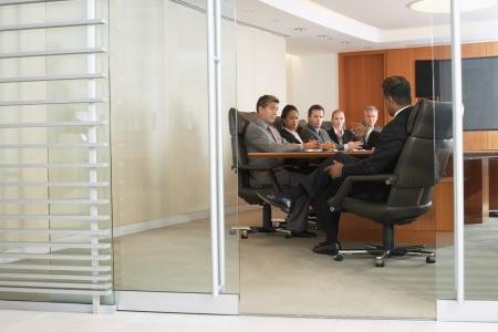 dictating: Empresarios en reuni?e oficina